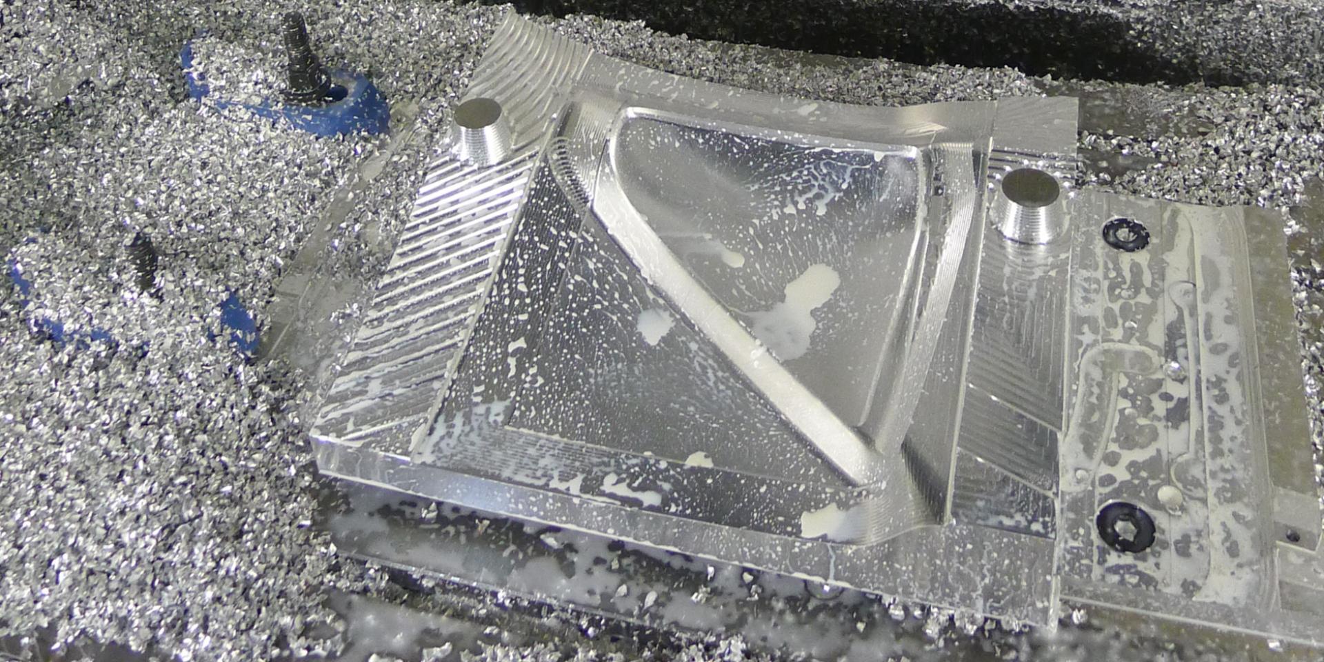 Fonction design : studio de design industriel produit Paris IDF ile de France spécialisé dans le métie du thermoformage modelage clay usinage lab